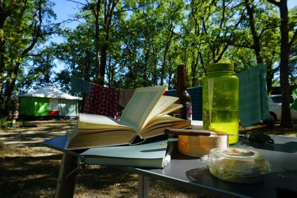 boek op de camping